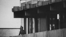 5 сентября 1972 года. Мюнхен.Террорист на балконе дома с заложниками.