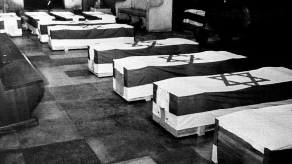 Похороны погибших спортсменов.
