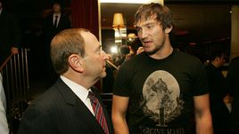 Александр ОВЕЧКИН и комиссар НХЛ Гэри БЭТТМАН.