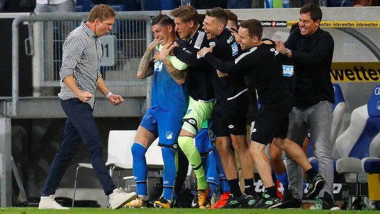 """Сегодня. Зинсхайм. """"Хоффенхайм"""" - """"Бавария"""" - 2:0. Подопечные Юлиана НАГЕЛЬСМАННА (слева) снова отобрали очки у мюнхенцев. Фото REUTERS"""