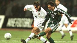 26 марта 2001 года. Москва. Россия - Словения - 1:1. Златко ЗАХОВИЧ (справа) против Юрия КОВТУНА.