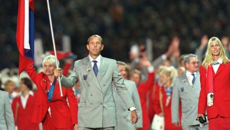 15 сентября 2000 года. Открытие Игр в Сиднее. Знаменосец сборной России Андрей ЛАВРОВ на Олимпиаде станет единственным в мире трехкратным олимпийским чемпионом по гандболу.