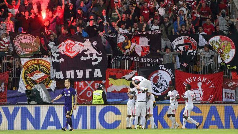 Пиротехника в секторе фанатов гостей. Какое наказание за файер-шоу в Мариборе вынесет красно-белым УЕФА? Фото AFP