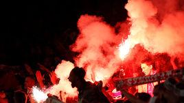 """Четверг. Лондон. Фанаты """"Кельна"""" сорвали начало матча с """"Арсеналом""""."""