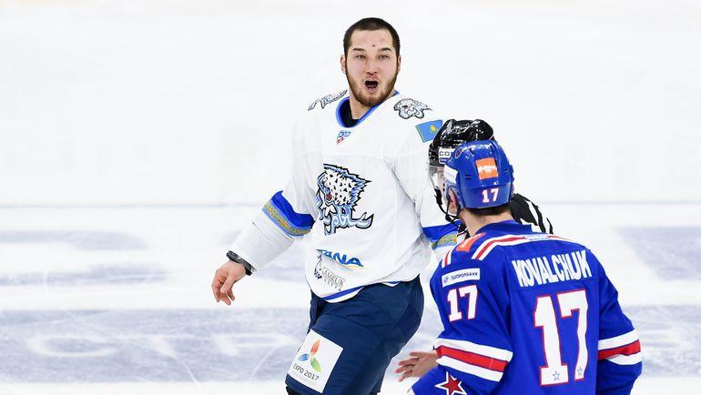 Дамир РЫСПАЕВ против Ильи КОВАЛЬЧУКА. Фото photo.khl.ru