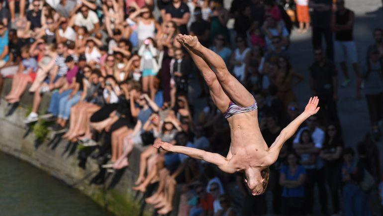 Гэри ХАНТ в свободном полете. Фото AFP
