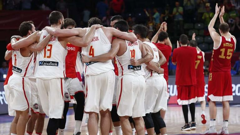 Воскресенье. Стамбул. Испания - Россия- 93:85. Испанцы празднуют победу.