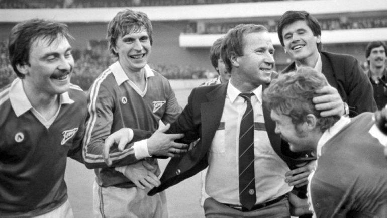 """1984 год. Павел САДЫРИН празднует с игроками чемпионство """"Зенита""""."""