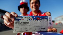 Билет на матч Кубка конфедераций-2017 в руках его счастливого обладателя. На очереди - розыгрыш и покупка билетов на ЧМ-2018.