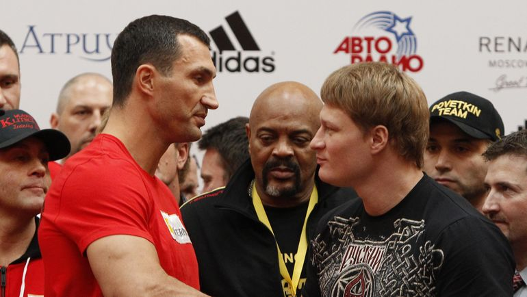 2013 год. Владимир КЛИЧКО (слева) против Александра ПОВЕТКИНА. Фото REUTERS
