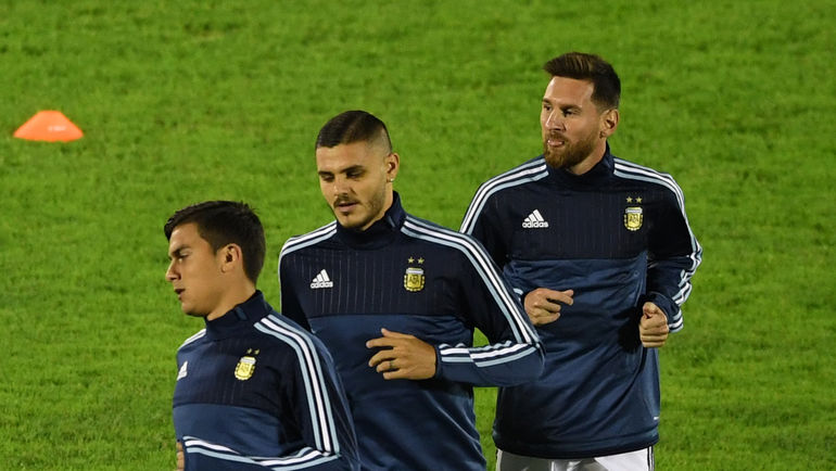 Пауло ДИБАЛА, Мауро ИКАРДИ и Лионель МЕССИ (слева направо) в составе сборной Аргентины. Фото AFP