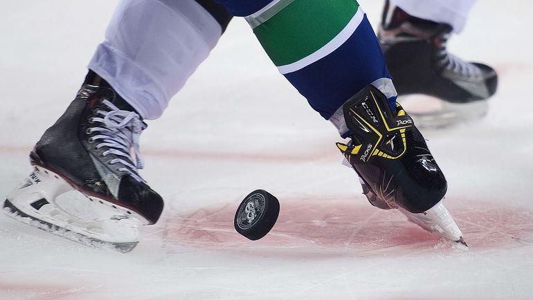 С нового сезона в НХЛ решили ввести новые трактовки правил: наказывать за преждевременное движение ногой или когда игрок въезжает в круг раньше вбрасывания. Фото AFP