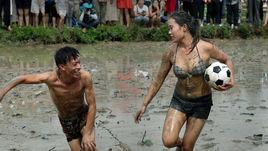 Футбол в грязи. Сделано в Китае