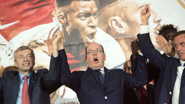 """Владелец """"Монако"""" Дмитрий РЫБОЛОВЛЕВ и князь Альбер II празднуют чемпионство. Фото AFP"""
