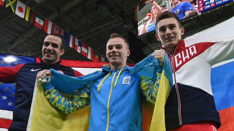 На летних Олимпийских играх-2016 в Рио-де-Жанейро российские и украинские спортсмены поддерживали друг друга. Гимнасты Давид БЕЛЯВСКИЙ (справа) и Олег ВЕРНЯЕВ (в центре) - вместе на пьедестале. Фото AFP
