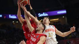 Семен АНТОНОВ (№11) в полуфинальном матче Евробаскета против Сербии.