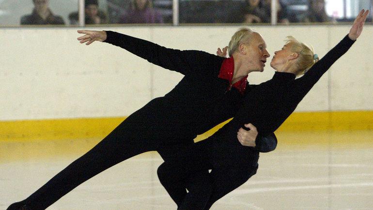 1 марта 2003 года. Санкт-Петербург. Людмила БЕЛОУСОВА и Олег ПРОТОПОПОВ впервые вышли на российский лед с 1979 года. Фото REUTERS