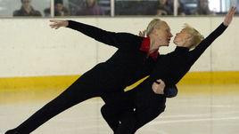 1 марта 2003 года. Санкт-Петербург. Людмила БЕЛОУСОВА и Олег ПРОТОПОПОВ впервые вышли на российский лед с 1979 года.