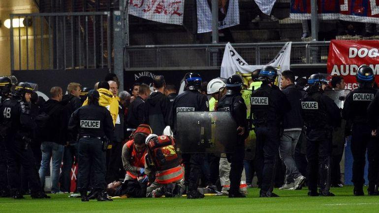 """Во время матча """"Амьен"""" - """"Лилль"""" из-за сломавшегося барьера на гостевой трибуне пострадали болельщики. Фото AFP"""
