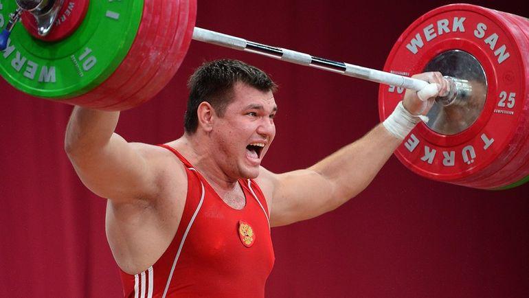 Алексей ЛОВЧЕВ установил мировой рекорд  в двоеборье в 2015 году, но позднее в его пробе был найден допинг. Фото AFP