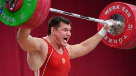 Алексей ЛОВЧЕВ установил мировой рекорд в двоеборье в 2015 году, но позднее в его пробе был найден допинг.