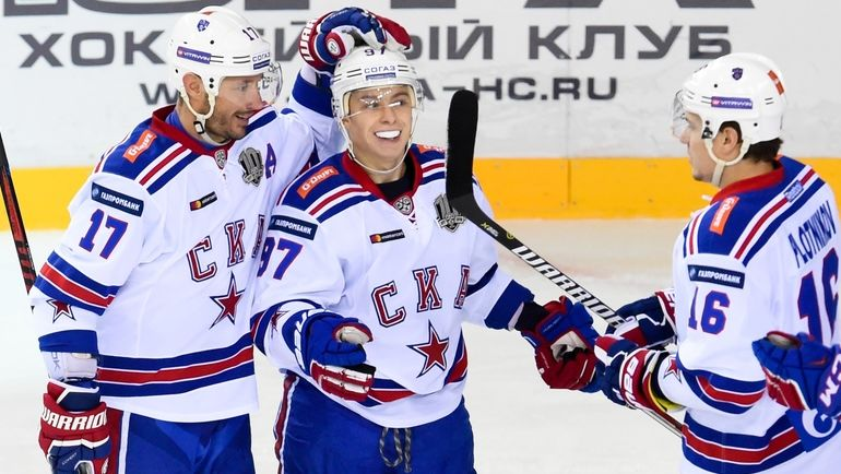 Илья КОВАЛЬЧУК (слева), Никита ГУСЕВ (в центре) Сергеи Плотников. Фото photo.khl.ru