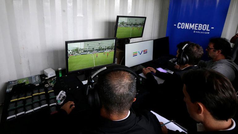 Система VAR использовалась в том числе и во время матчей Кубка Либертадорес. Фото REUTERS