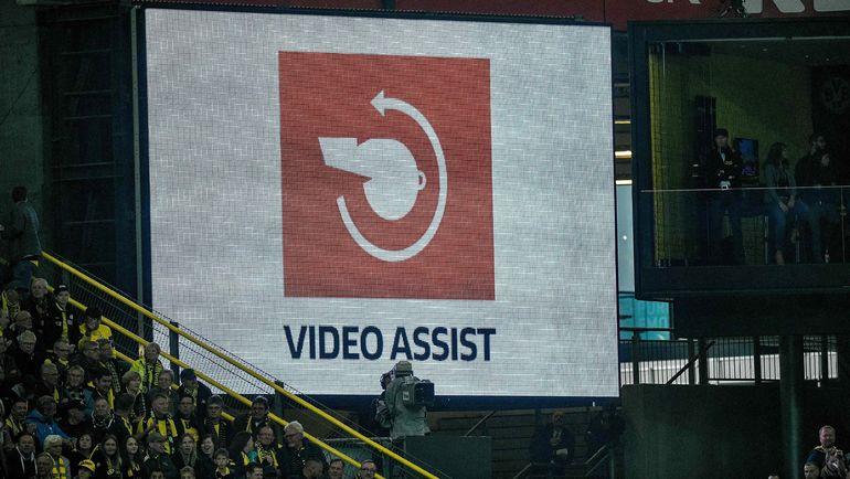 Система ВАР используется во время матчей чемпионата Германии. Фото AFP