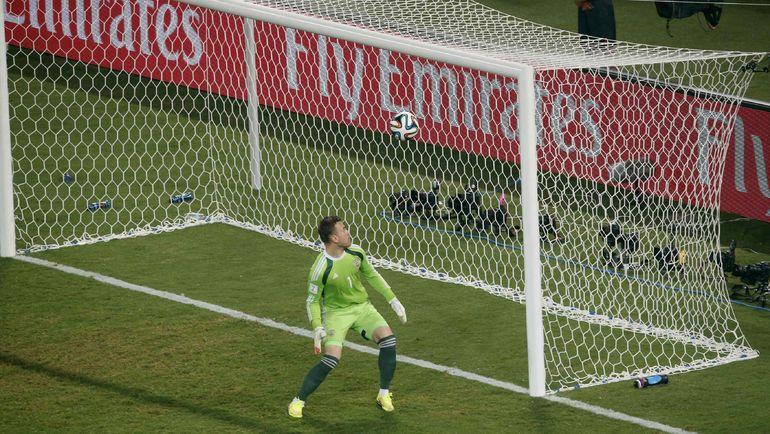 17 июня 2014 года. Куяба. Россия - Корея - 1:1. Игорь АКИНФЕЕВ пропустил обидный гол. Фото AFP