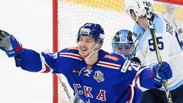 """Сегодня. Санкт-Петербург. СКА - """"Сибирь"""" - 3:2. Сергей КАЛИНИН (№21) празднует очередную шайбу."""