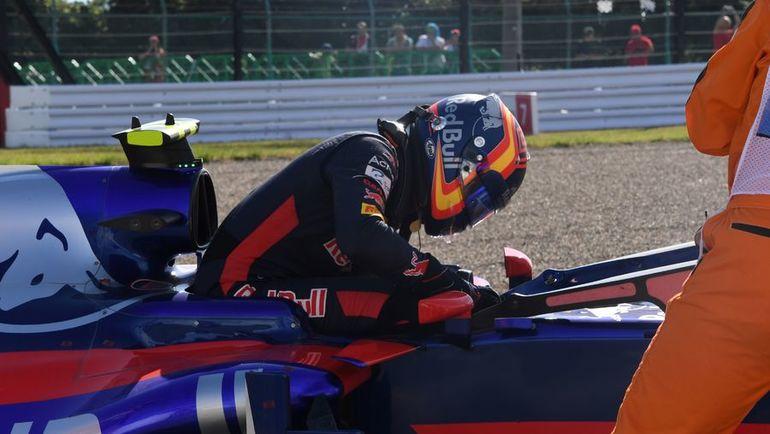 Карлос САЙНС - один из тех, кому не удалось финишировать. Фото AFP