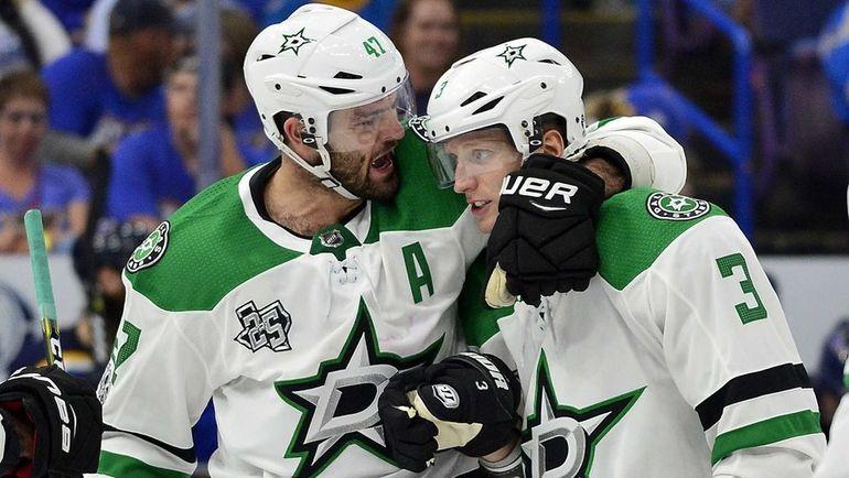 Александр РАДУЛОВ (слева) и Джон КЛИНГБЕРГ. Фото USA TODAY Sports