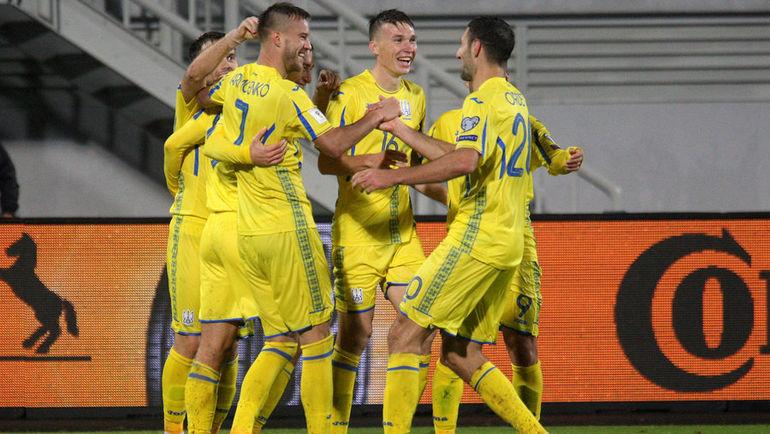 6 октября. Шкодер. Косово - Украина - 0:2. Гости празднуют победу, которая сохранила им шасны на выход на ЧМ-2018. Фото REUTERS