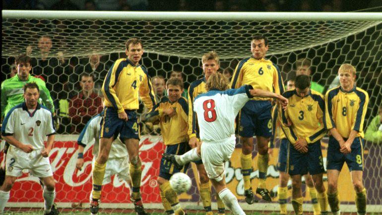 9 октября 1999 года. Россия - Украина - 1:1. Валерий КАРПИН забивает гол в ворота соперника. Фото Дмитрий СОЛНЦЕВ