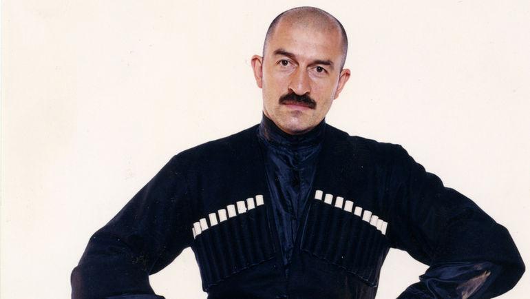 1998 год. Станислав ЧЕРЧЕСОВ в национальном костюме.