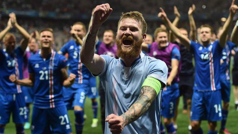 Капитан исландской сборной Арон ГУННАРССОН (на переднем плане). Фото AFP