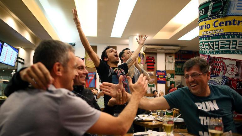 Болельщики празднуют выход сборной Аргентины на ЧМ-2018. Фото REUTERS