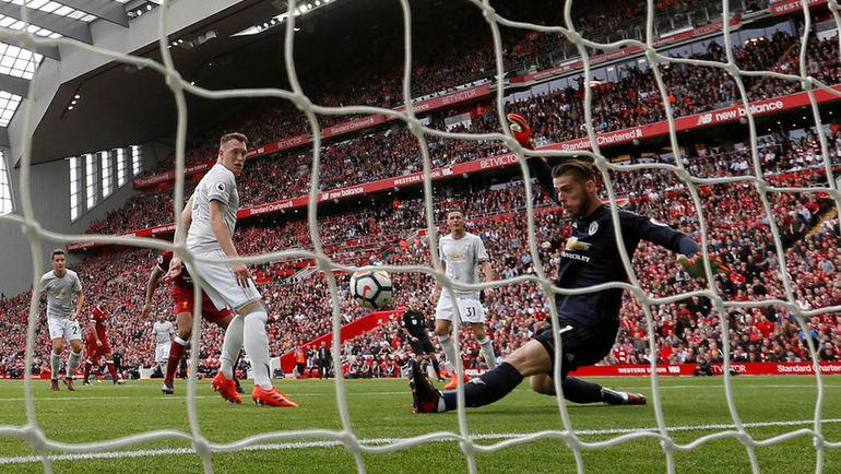 """Сегодня. Ливерпуль. """"Ливерпуль"""" - """"Манчестер Юнайтед"""" - 0:0. Один из сэйвов Давида ДЕ ХЕА. Фото REUTERS"""