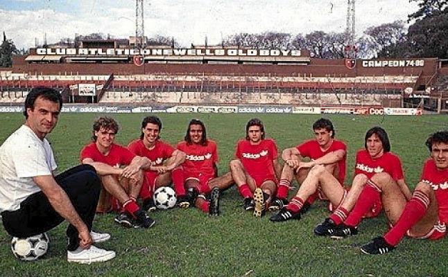 Марсело БЬЕЛСА (слева) и его подопечные. Фото Estadio Deportivo