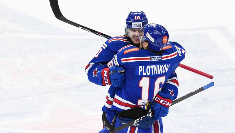 Сергей ПЛОТНИКОВ (№16) и Виктор ТИХОНОВ. Фото Сергей ФЕДОСЕЕВ, ХК СКА