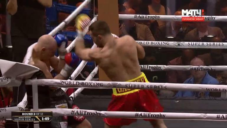 Во втором раунде Гассиев наконец пошел вперед.