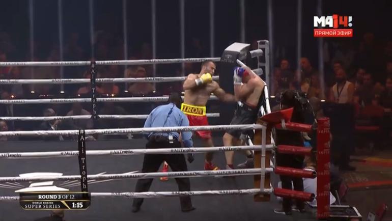 Гассиев зажал соперника у канатов и двумя ударами отправил его на настил.