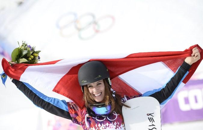 Сегодня. Роза Хутор. Австрийка Юлия ДУЙМОВИЦ завоевала золото Олимпиады в Сочи в параллельном слаломе. Фото AFP