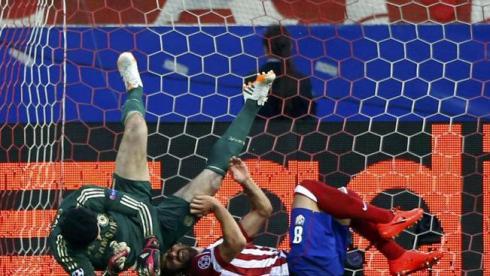 Чех не смог продолжить матч против