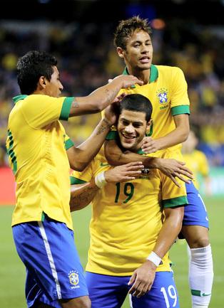 ПАУЛИНЬЮ, ХАЛК и НЕЙМАР - в заявке сборной Бразилии на чемпионат мира-2014. Фото AFP