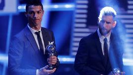 Понедельник. Лондон. Церемония вручения премий ФИФА The Best. Криштиану РОНАЛДУ и Лионель МЕССИ.