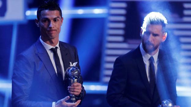 Понедельник. Лондон. Церемония вручения премий ФИФА The Best. Криштиану РОНАЛДУ и Лионель МЕССИ. Фото Reuters
