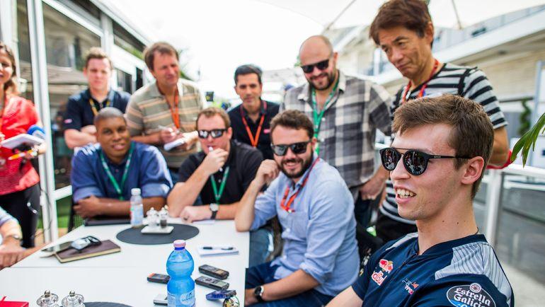 """Найдет ли Даниил КВЯТ (справа) себе место в """"Формуле-1"""" на следующий сезон? Фото AFP"""