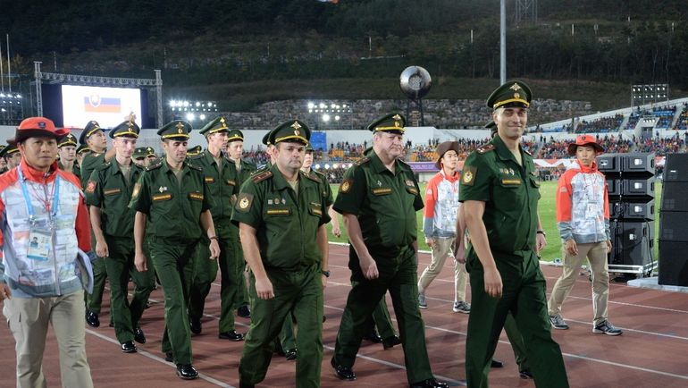 Артем ГРОМОВ (справа).