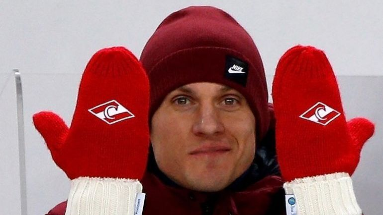 Артем РЕБРОВ и его варежки. Фото instagram.com/rebrov32/